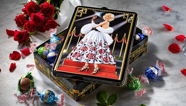 Schmuckdose gefüllt mit exquisiten Schokokugeln