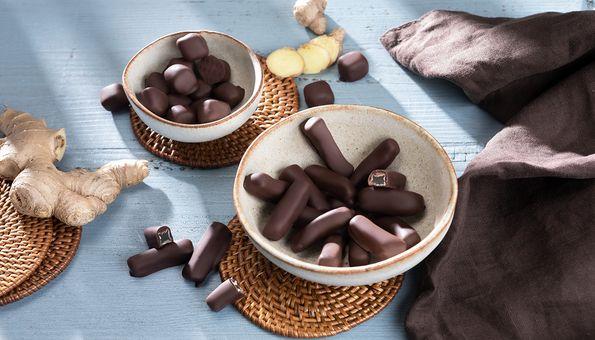 Ingwerstäbchen und Ingwerwürfel in Zartbitter-Schokolade