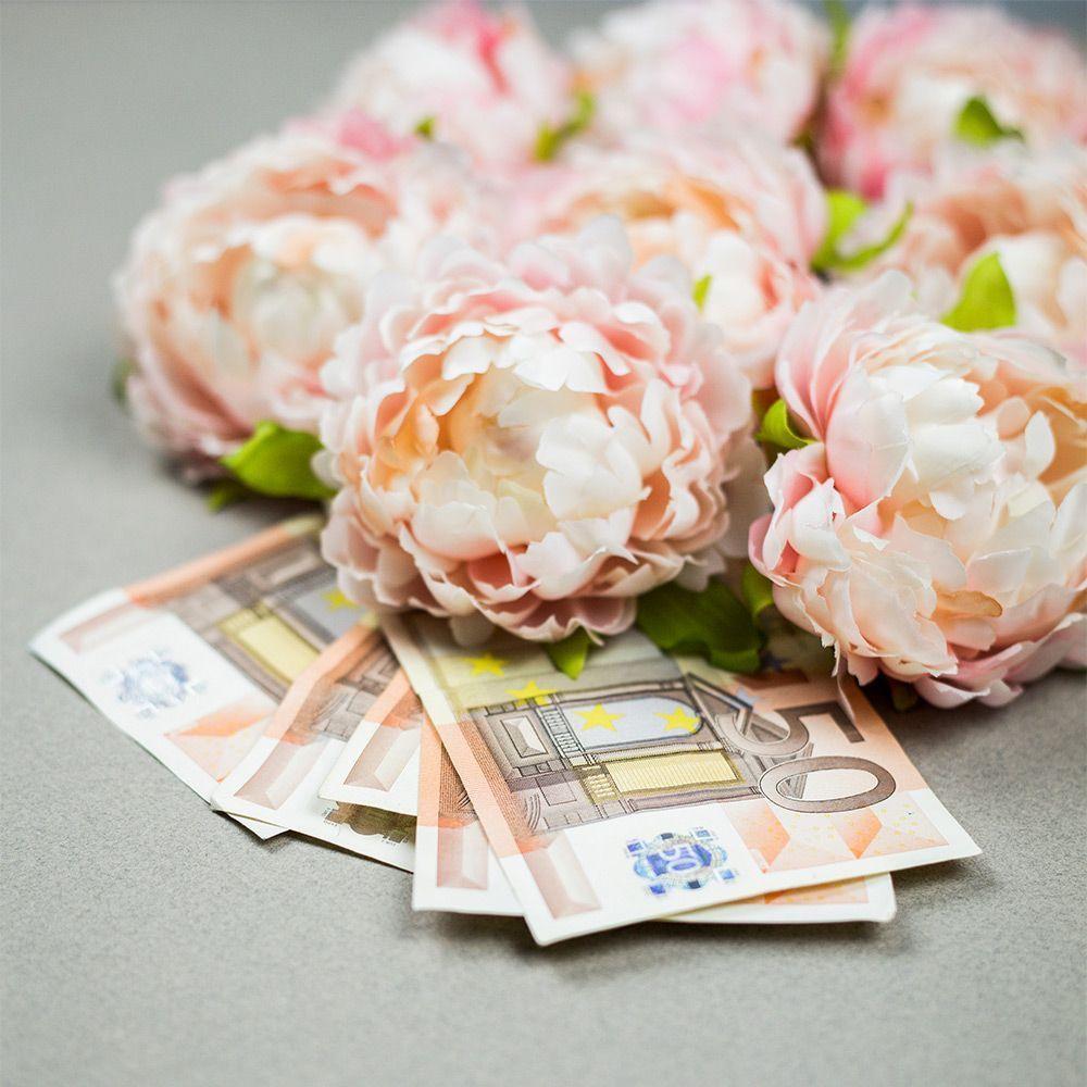 Blumenstrauß auf 50 Euroscheine