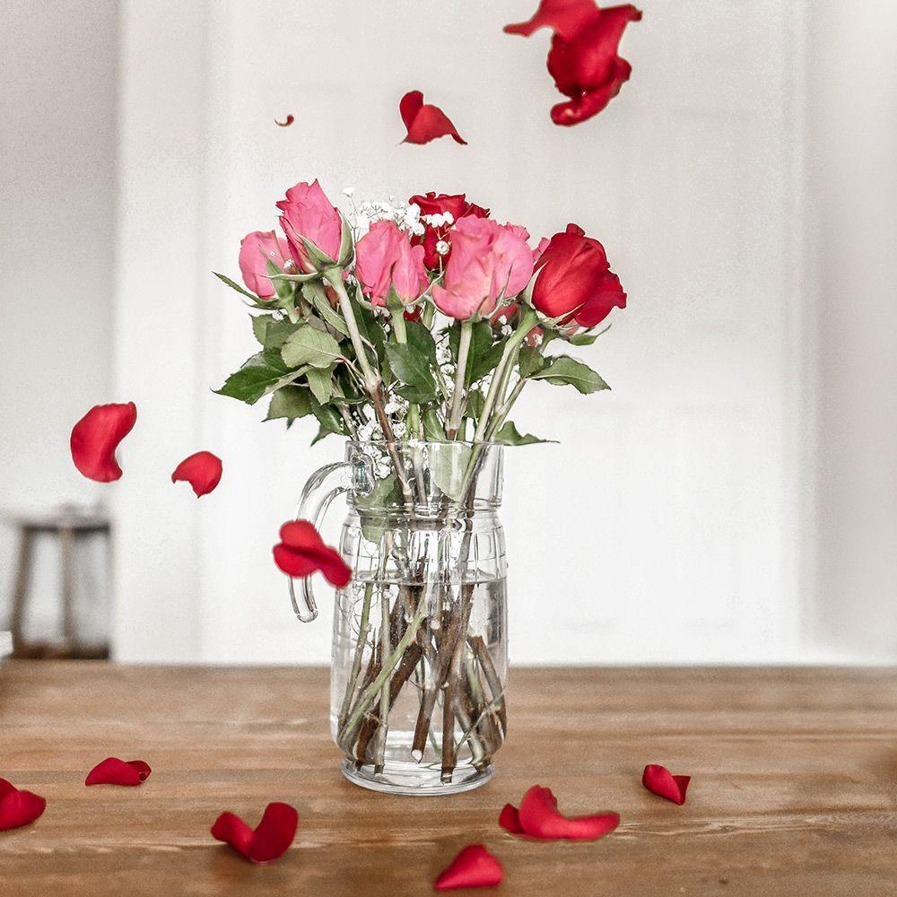 Rosen im Wasserkrug