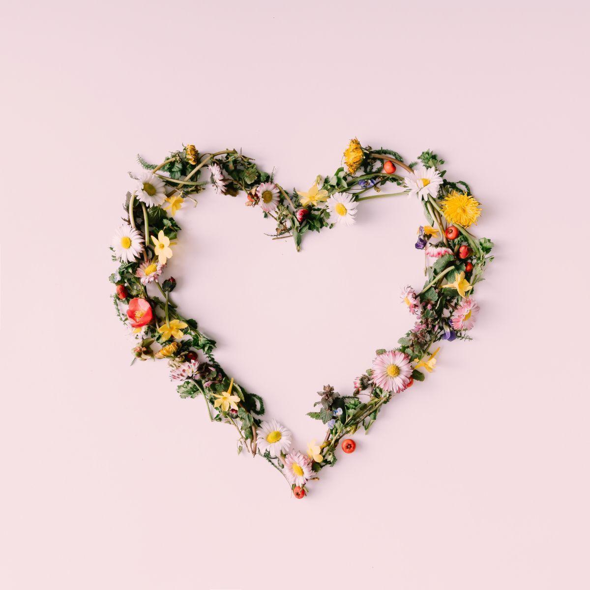 Blumen in Herzform